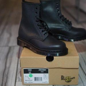 dr. martens 1460 pebble black boots size 6.5/7